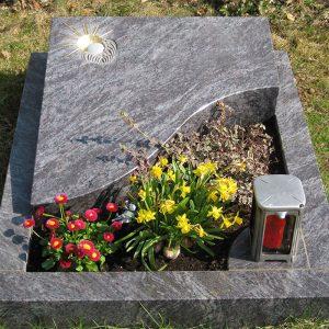Grabplatten, Denkmäler, Kreuze